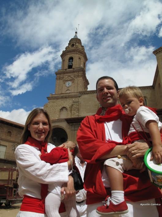 javier elizalde y familia en fiestas lerin 2010 (3)